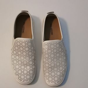 🆕 Call it Spring White Shoes, size 8